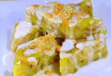 Bánh chuối hấp là một món ăn với các nguyên liệu đơn