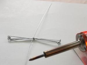 Cách làm kẹp giấy ngộ nghĩnh hình chú bọ Cach-lam-kep-giay-bang-nhung-chu-bo-xinh-xan_1_3