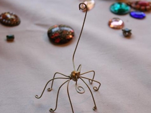 Cách làm kẹp giấy ngộ nghĩnh hình chú bọ Cach-lam-kep-giay-bang-nhung-chu-bo-xinh-xan_1_4
