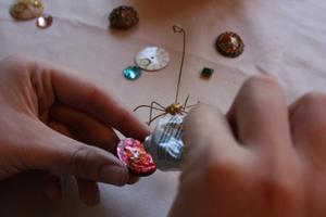 Cách làm kẹp giấy ngộ nghĩnh hình chú bọ Cach-lam-kep-giay-bang-nhung-chu-bo-xinh-xan_1_5