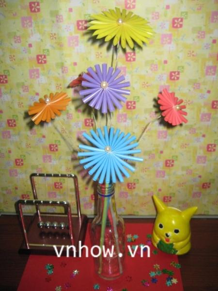 Cách làm những bông hoa dễ thương từ ống hút 7