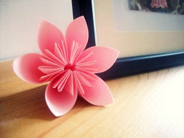 Cách xếp hoa anh đào bằng giấy 10