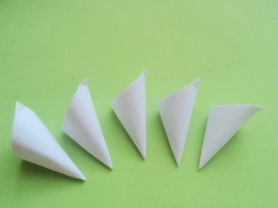 Cách xếp hoa anh đào bằng giấy 8
